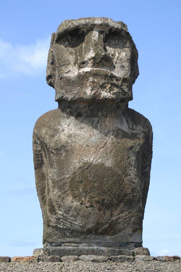 ensam staty för easter ö royaltyfri fotografi