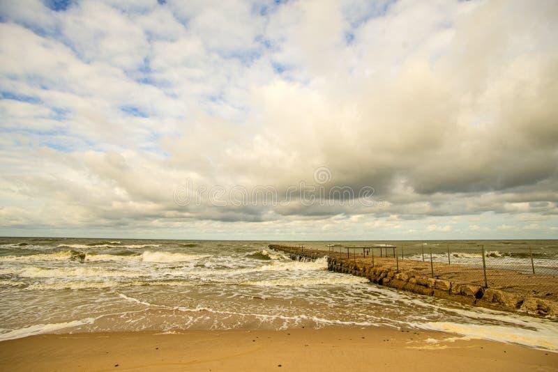 Ensam strand av Östersjön royaltyfria foton