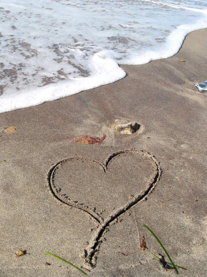 ensam strandhjärta royaltyfri fotografi