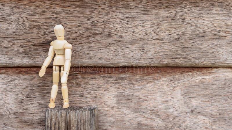 Ensam wood manställning på wood bakgrund fotografering för bildbyråer