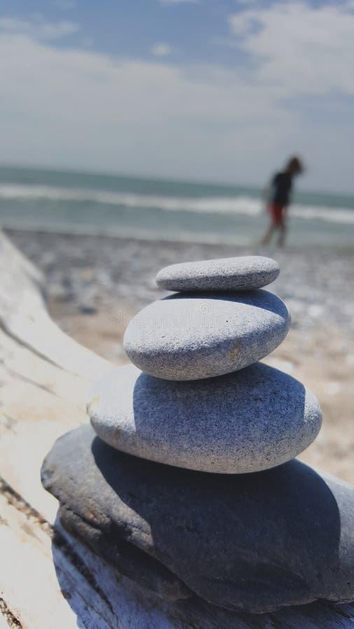 Ensamhet på stranden arkivbild