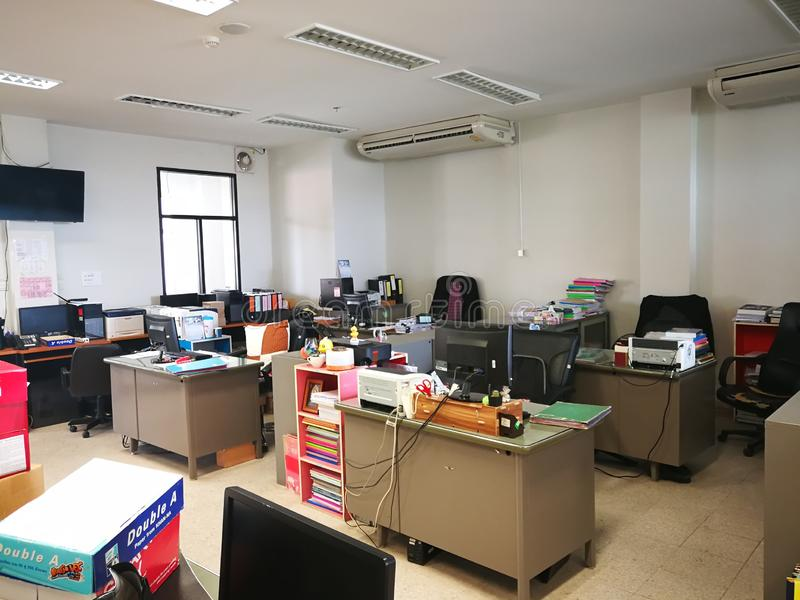 Ensamt kontor royaltyfria bilder