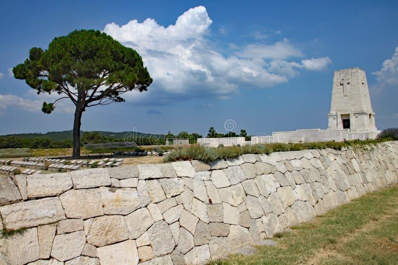 Ensamt sörja kyrkogården i Turkiet som firar minnet av thAnzac soldater som dog på striden av Gallipoli royaltyfria foton