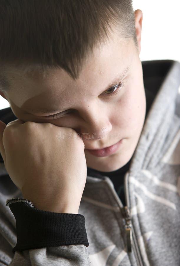 ensamt SAD tonårs- för pojke royaltyfri bild