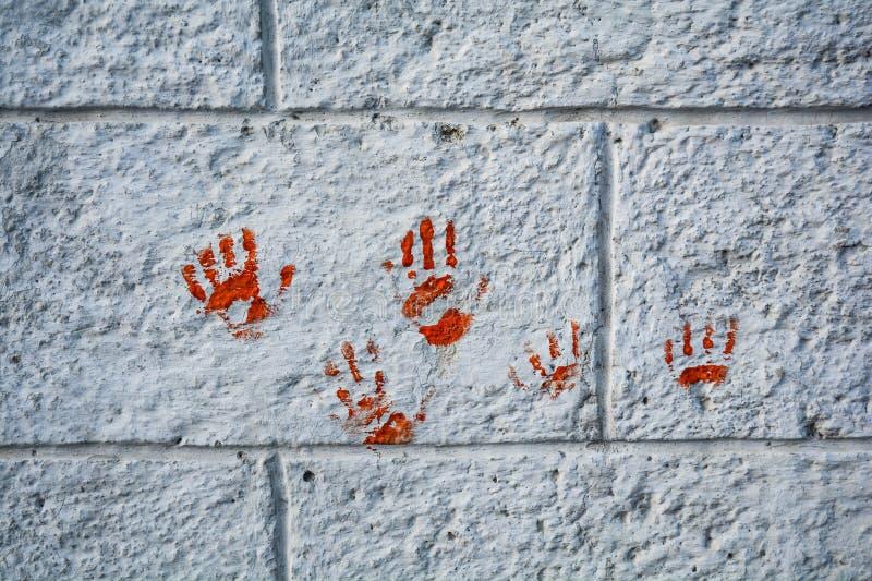 Ensanguentado no olhar da parede de tijolo muito assustador e assustador foto de stock royalty free