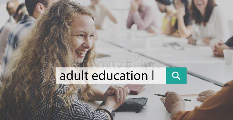 Enseñanza para adultos que aprende estudiando concepto imagen de archivo