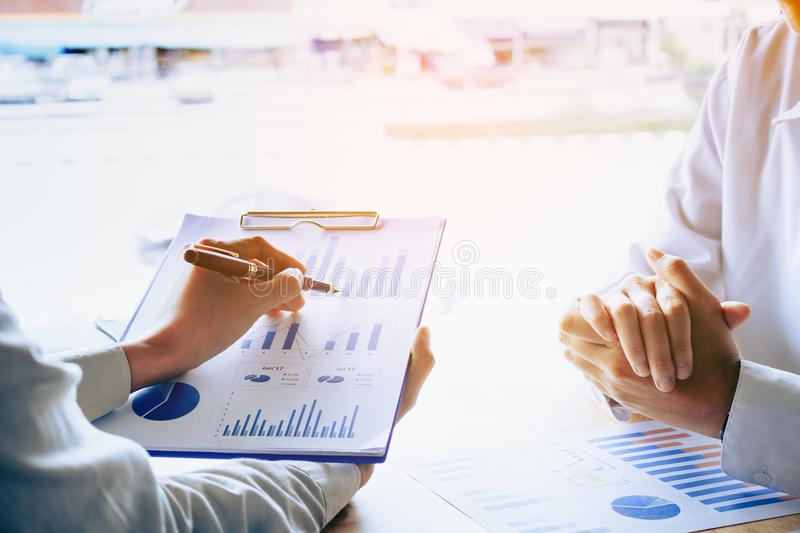 Enseñanza personal del negocio y mirada de los datos i del informe resumido imagenes de archivo