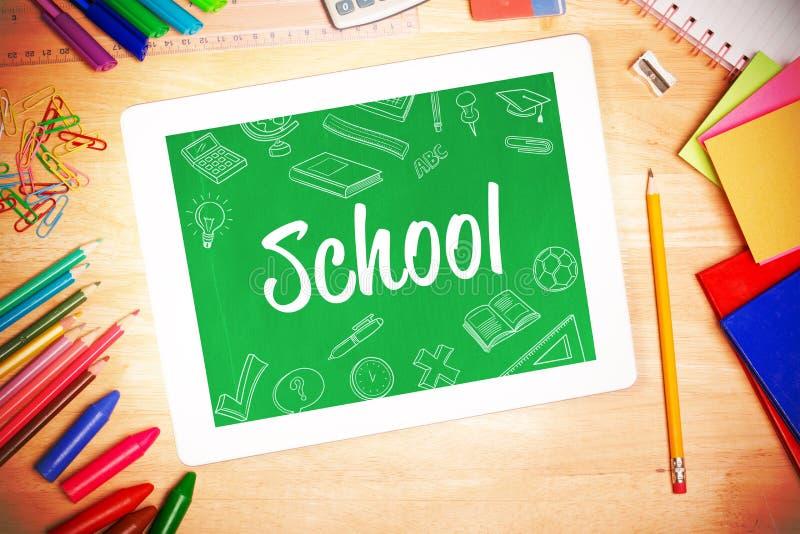 Enseñe contra el escritorio de los estudiantes con PC de la tableta stock de ilustración