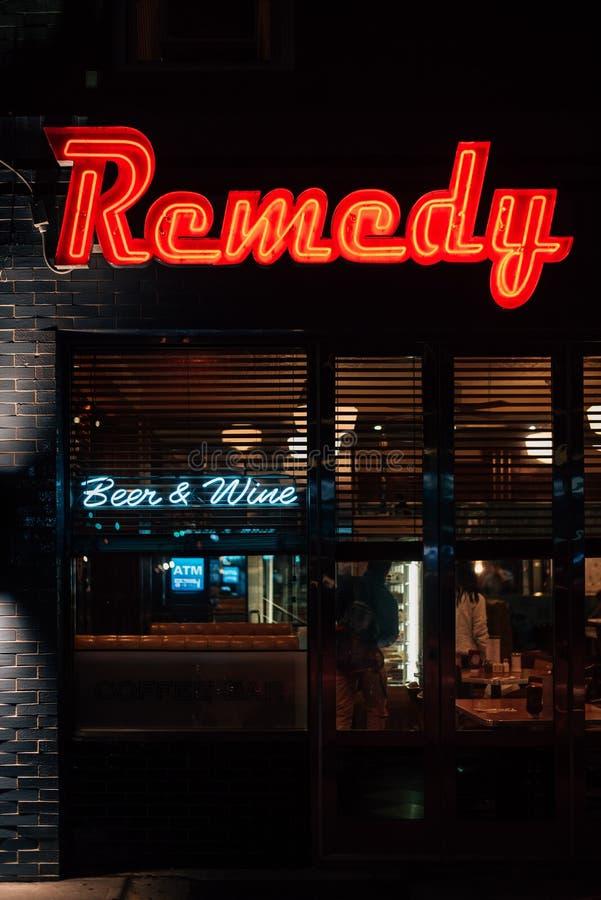 Enseigne au néon de wagon-restaurant de remède, dans le Lower East Side, Manhattan, New York City photo libre de droits