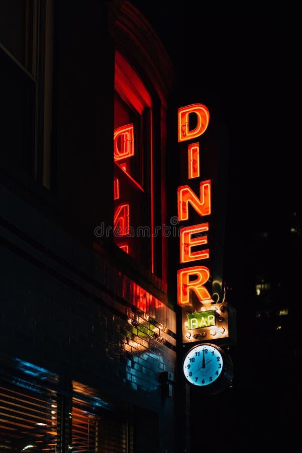 Enseigne au n?on de wagon-restaurant de rem?de, dans le Lower East Side, Manhattan, New York City images stock