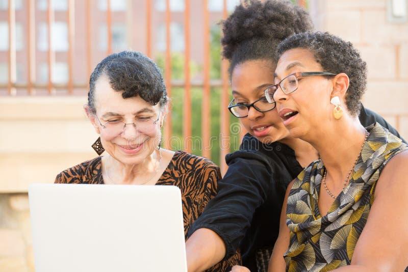 Enseignement sur l'ordinateur portable photographie stock libre de droits