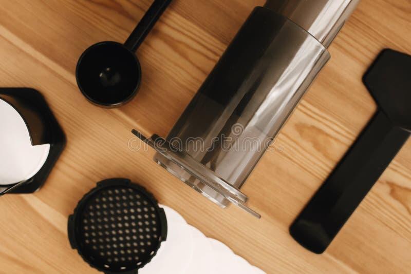 Ensemble alternatif de méthode de brassage de café, configuration plate Accessoires et articles élégants pour le café alternatif  photo stock