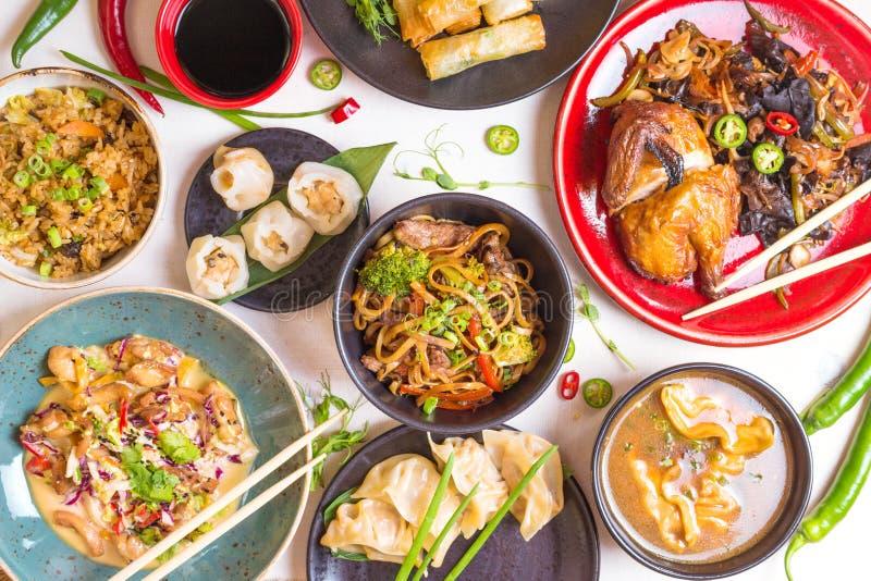 Ensemble chinois assorti de nourriture, modifié la tonalité photographie stock