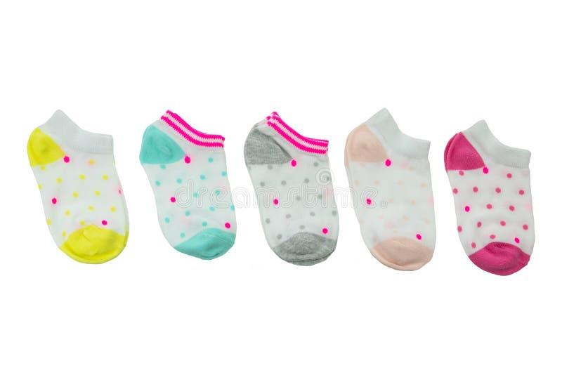 Ensemble coloré de chaussettes de bébé d'isolement sur le fond blanc Bébé fa photographie stock libre de droits