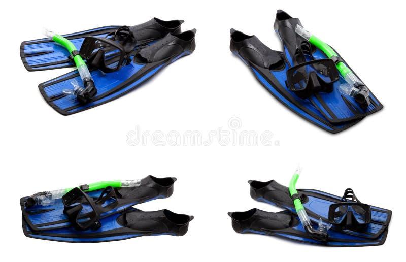 Ensemble d'ailerons de bain, de masque et de prise d'air bleus pour plonger sur le dos de blanc photo stock