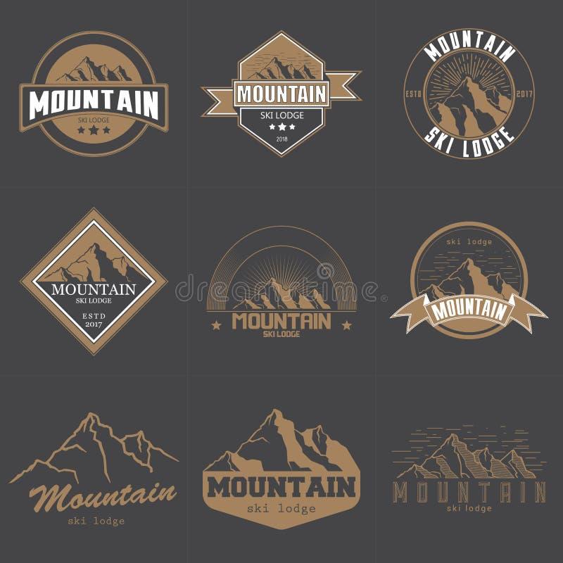 Ensemble d'illustration différente de vecteur d'emblème de logo de montagnes de vintage Montagnes et icône de voyage pour des org illustration libre de droits