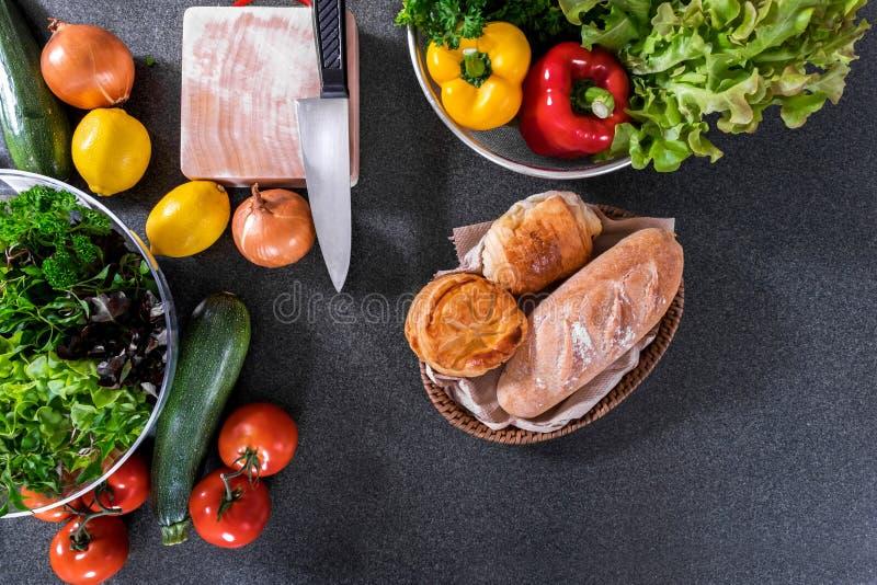 Ensemble d'ingrédients délicieux de mélange frais de légumes sains pour la Co photo libre de droits