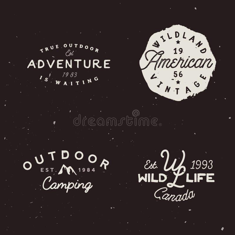 Ensemble d'insignes extérieurs d'aventures Rétro logotype sur le thème de voyage illustration stock