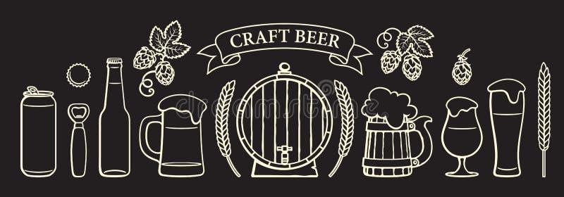 Ensemble d'objets de bière de cru Verres, tasses, baril en bois, bouteille, boîte, ouvreur, chapeau, orge, blé, bannière de ruban illustration stock