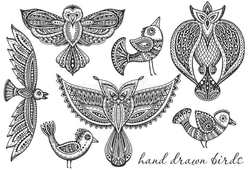 Ensemble d'oiseaux de fantaisie tirés par la main dans le style fleuri ethnique de griffonnage illustration libre de droits