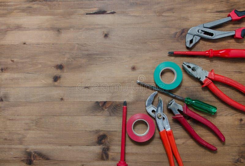 Ensemble d'outils sur la table en bois photos libres de droits
