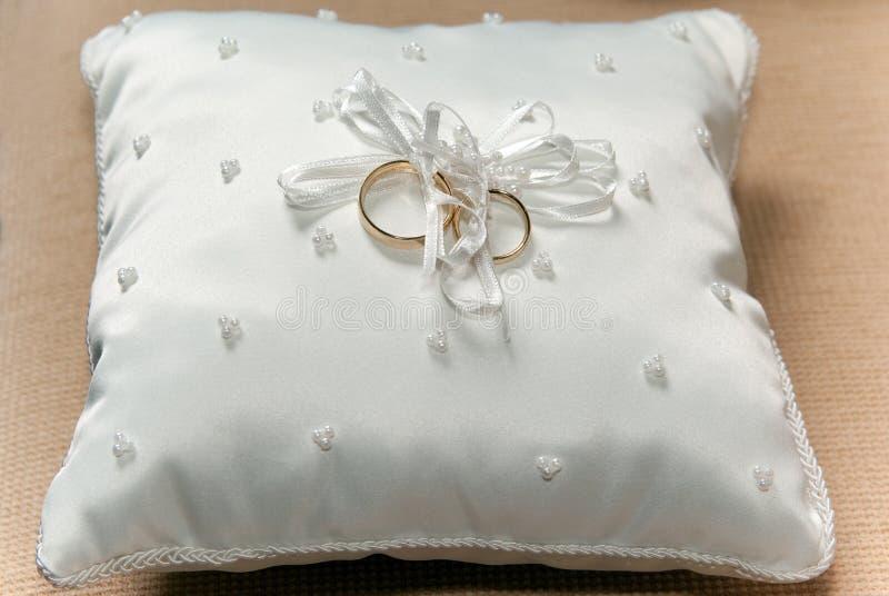 Ensemble de boucles de mariage images stock