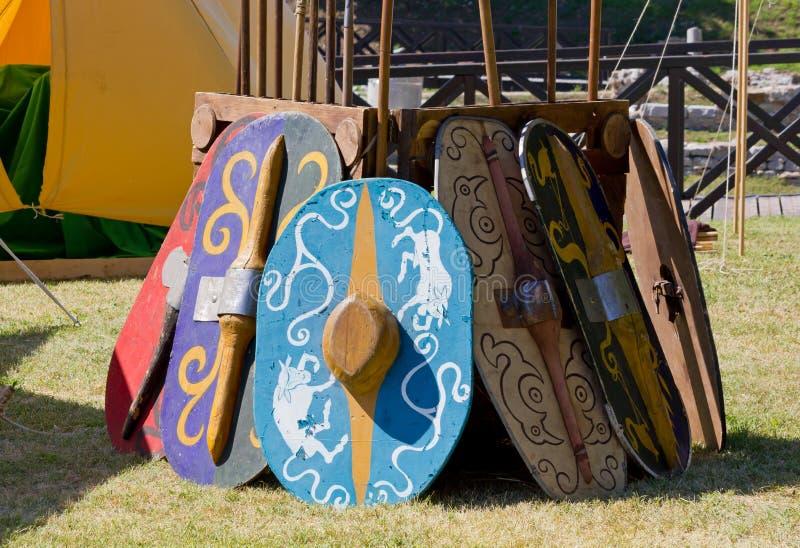 Ensemble de boucliers galliques antiques de bataille images stock