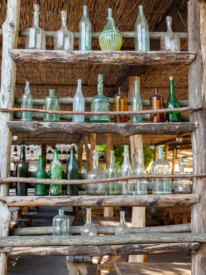 Ensemble de bouteilles en verre antiques image stock