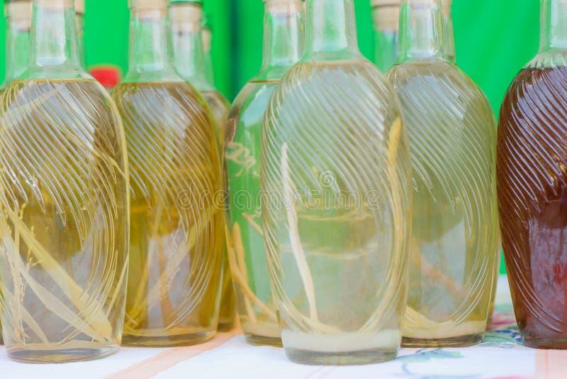 Ensemble de bouteilles de vin et d'eau-de-vie fine images stock
