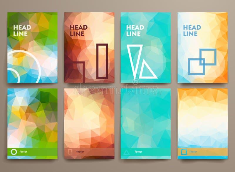 Ensemble de brochures abstraites dans le style de poligonal illustration de vecteur