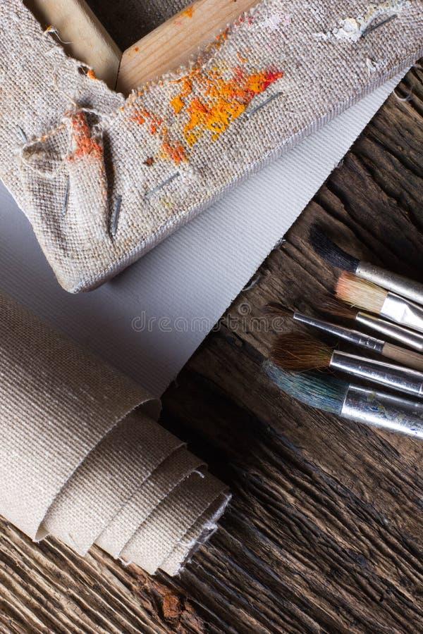 Ensemble de brosses pour peindre, toile, agrafeuse, agrafes, subframe images stock