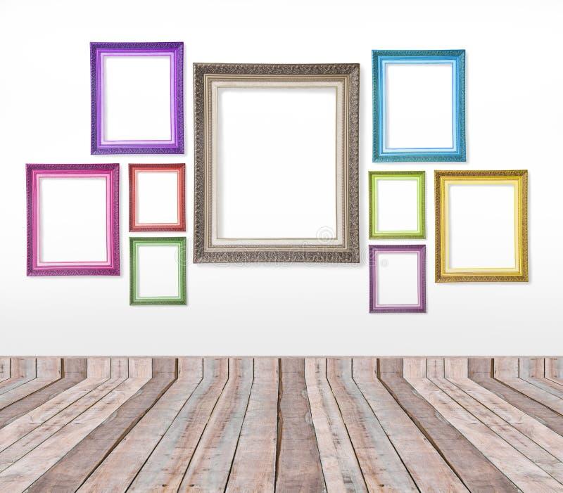 ensemble de cadres de tableau de vintage de couleur sur le mur photo stock image du blanc. Black Bedroom Furniture Sets. Home Design Ideas