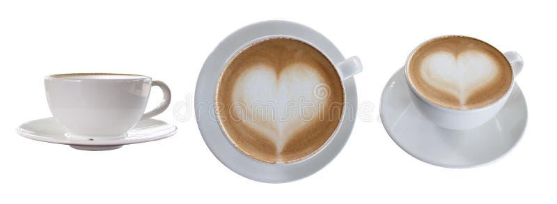 Ensemble de café chaud avec la forme de coeur d'isolement sur le fond blanc Chemin de coupure photographie stock