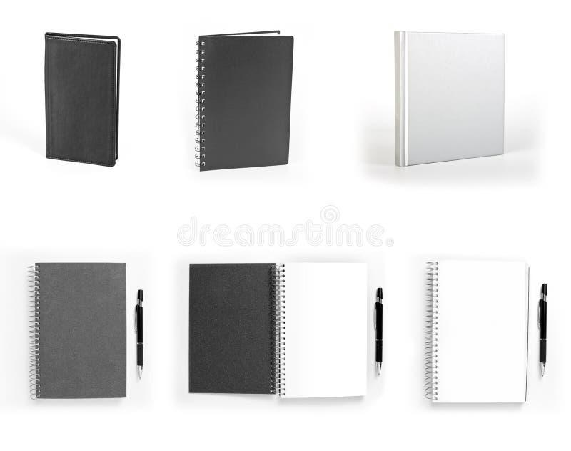 Ensemble de carnets d'isolement sur le fond blanc images stock