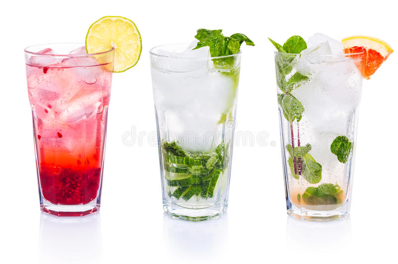 Ensemble de cocktails avec le tonique de genièvre image libre de droits