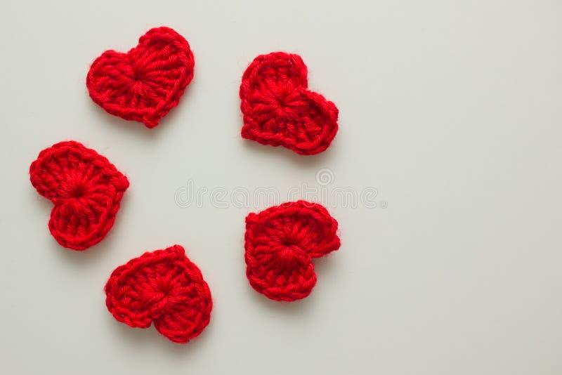 Ensemble de coeurs tricotés par rouge image libre de droits