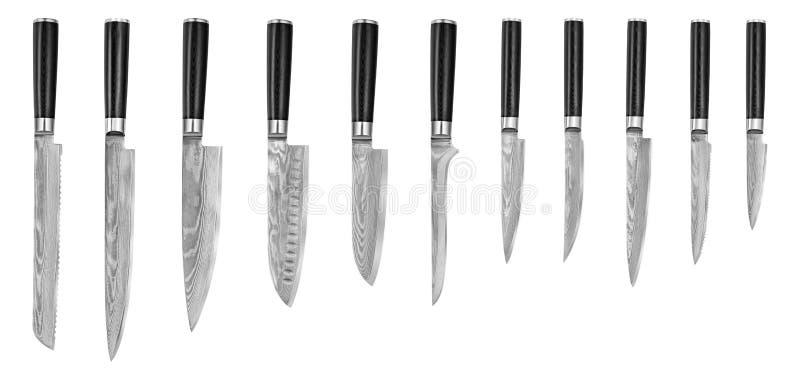 Ensemble de couteaux de cuisine en acier japonais Damas, d'isolement sur le fond blanc avec le chemin de coupure Couteau de chef image stock