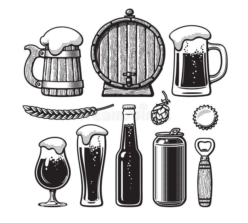 Ensemble de cru d'objets de bière Vieille tasse en bois, baril, verres, houblon, bouteille, boîte, ouvreur, chapeau Style tiré pa illustration libre de droits