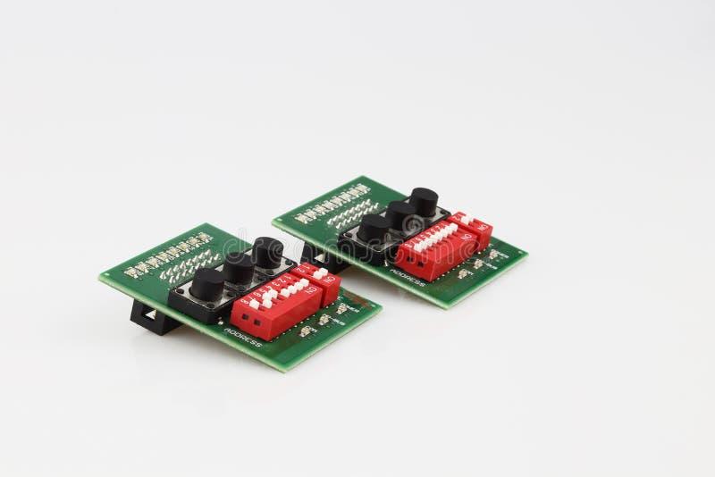 Ensemble de deux composants électroniques isolés sur fond blanc image libre de droits