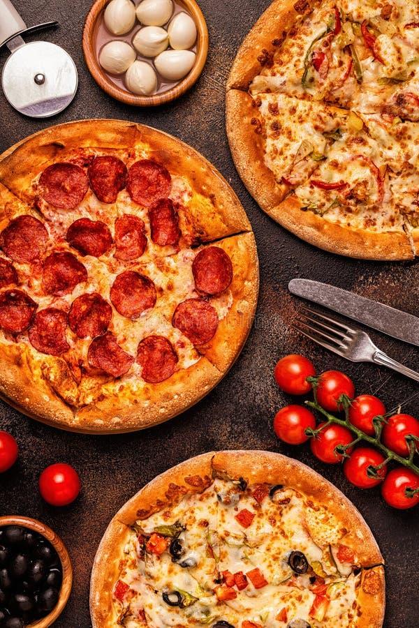 Ensemble de différentes pizzas - pepperoni, végétarien, poulet avec le VE image libre de droits