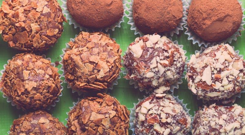 Ensemble de différents genres de truffes de chocolat faites maison toned photographie stock libre de droits