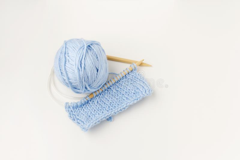 Ensemble de fils de laine, crochet, aiguilles de tricot photos libres de droits