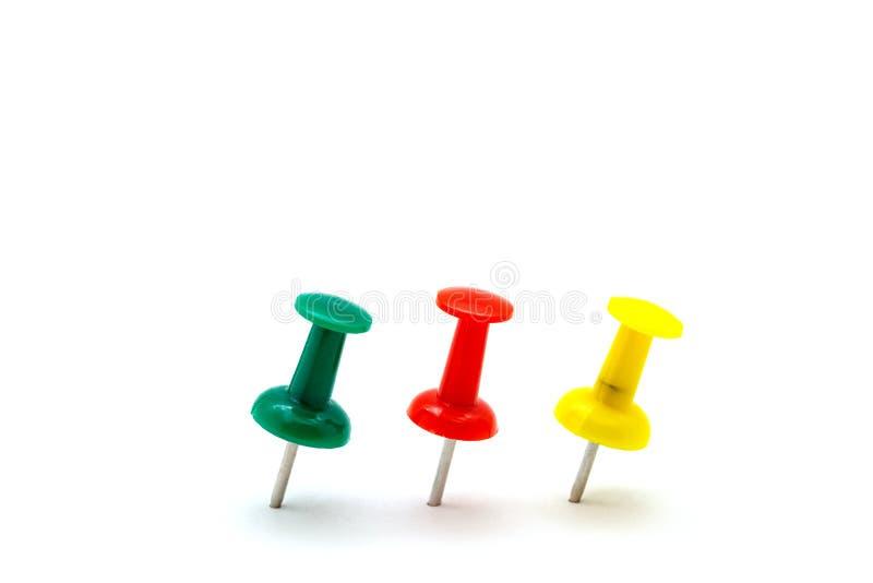 Ensemble de goupilles colorées de poussée de couleur d'isolement sur le fond blanc image libre de droits