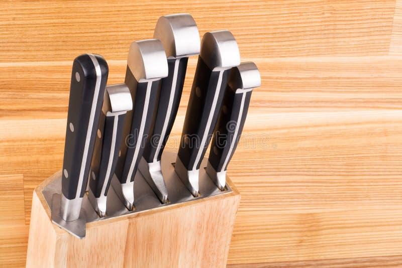 Ensemble de knifes de cuisine d'isolement sur le blanc images stock