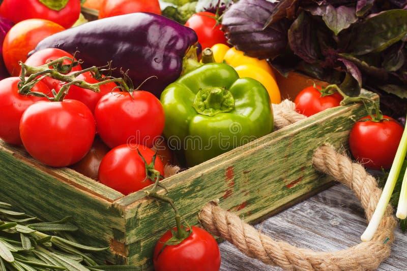 Download Ensemble De Légumes Dans Le Plateau Image stock - Image du table, abondance: 76082541