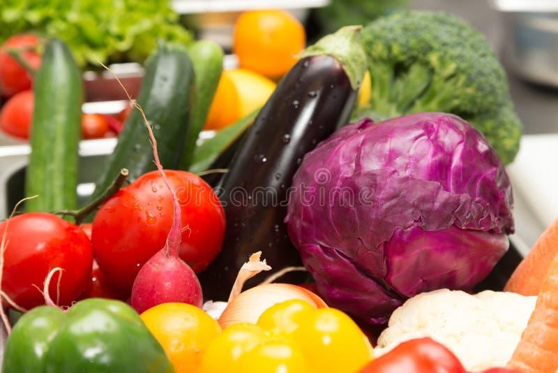 Ensemble de légumes frais et d'herbes Foyer sélectif Département peu profond photo stock