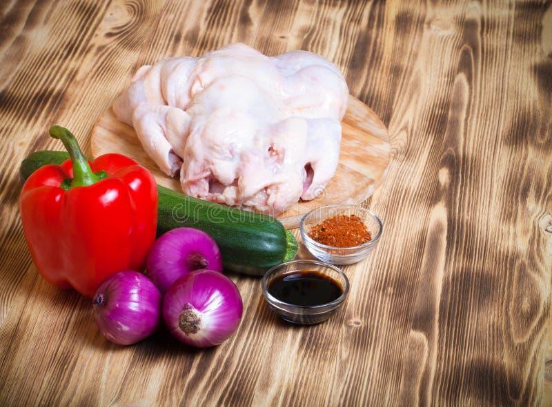 Ensemble de légumes sur le fond brûlé en bois clair toned photo libre de droits