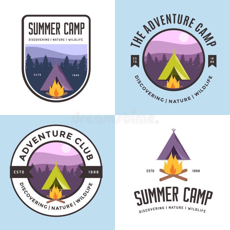 Ensemble de logo, d'insignes, de bannières, d'emblème et d'éléments pour la colonie de vacances Club extérieur d'aventure illustration libre de droits