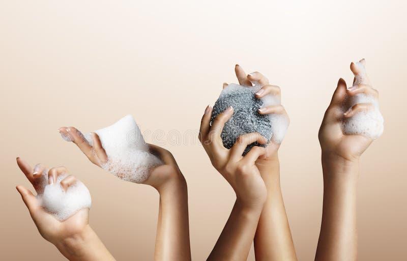 Ensemble de main de femme avec du savon images libres de droits