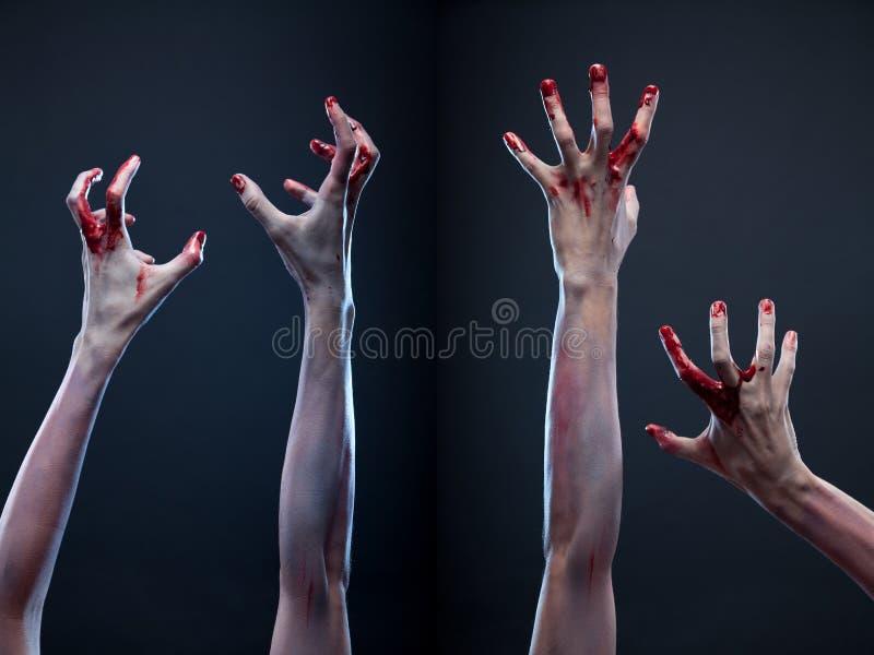 Ensemble de mains ensanglantées de zombi photo libre de droits